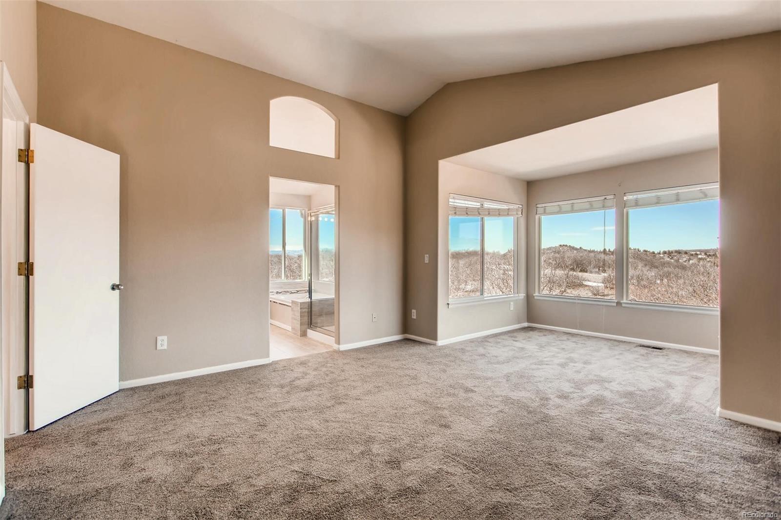 Master Bedroom w/ Sitting Area (Upper Level)