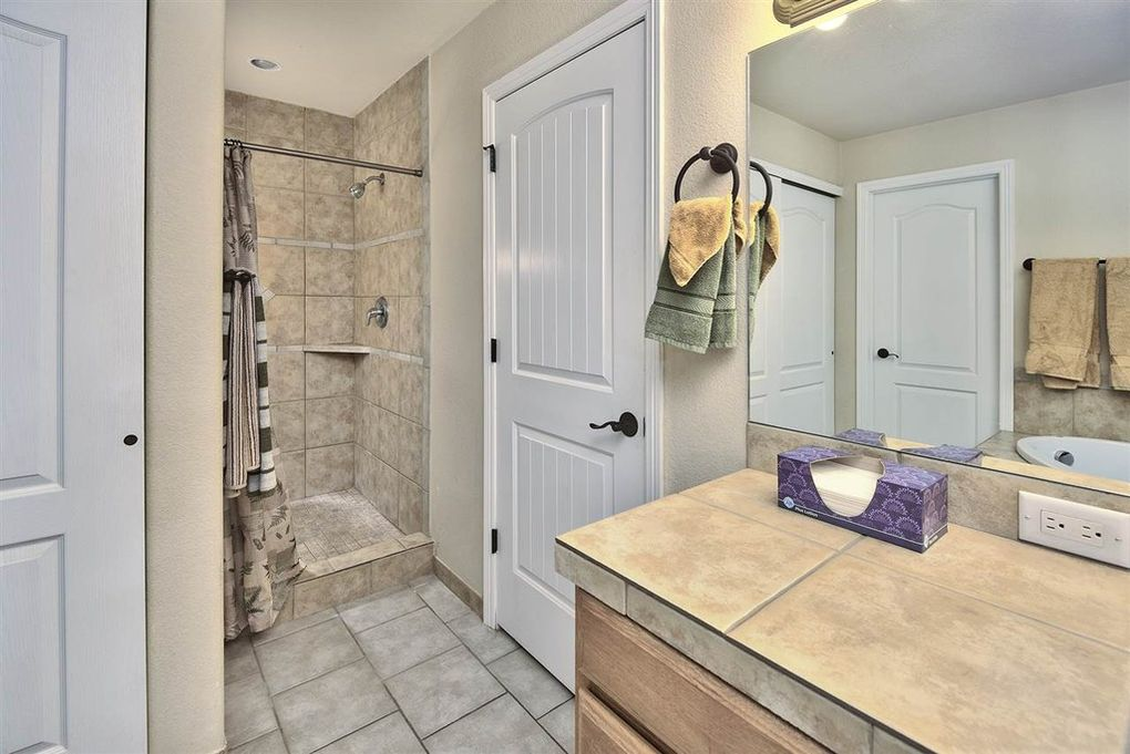 Private Master bath with tile shower