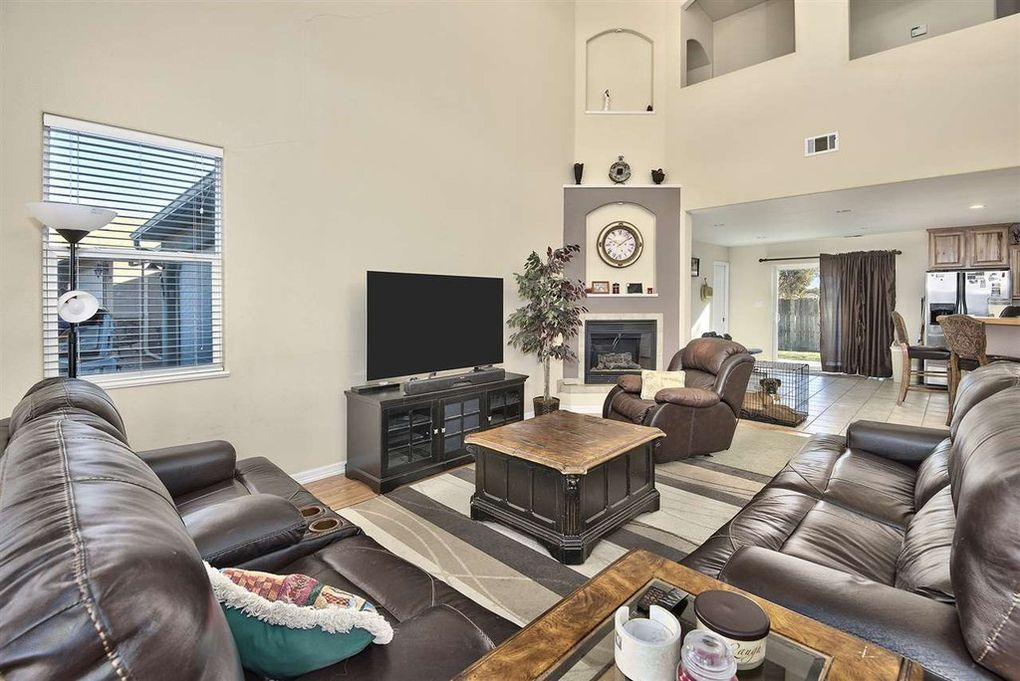 Open concept living with vaulted ceilings