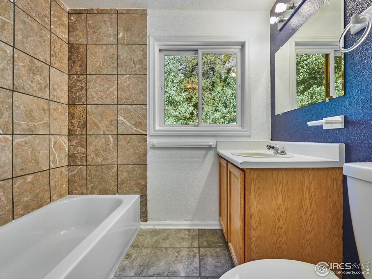 Upper full bathroom