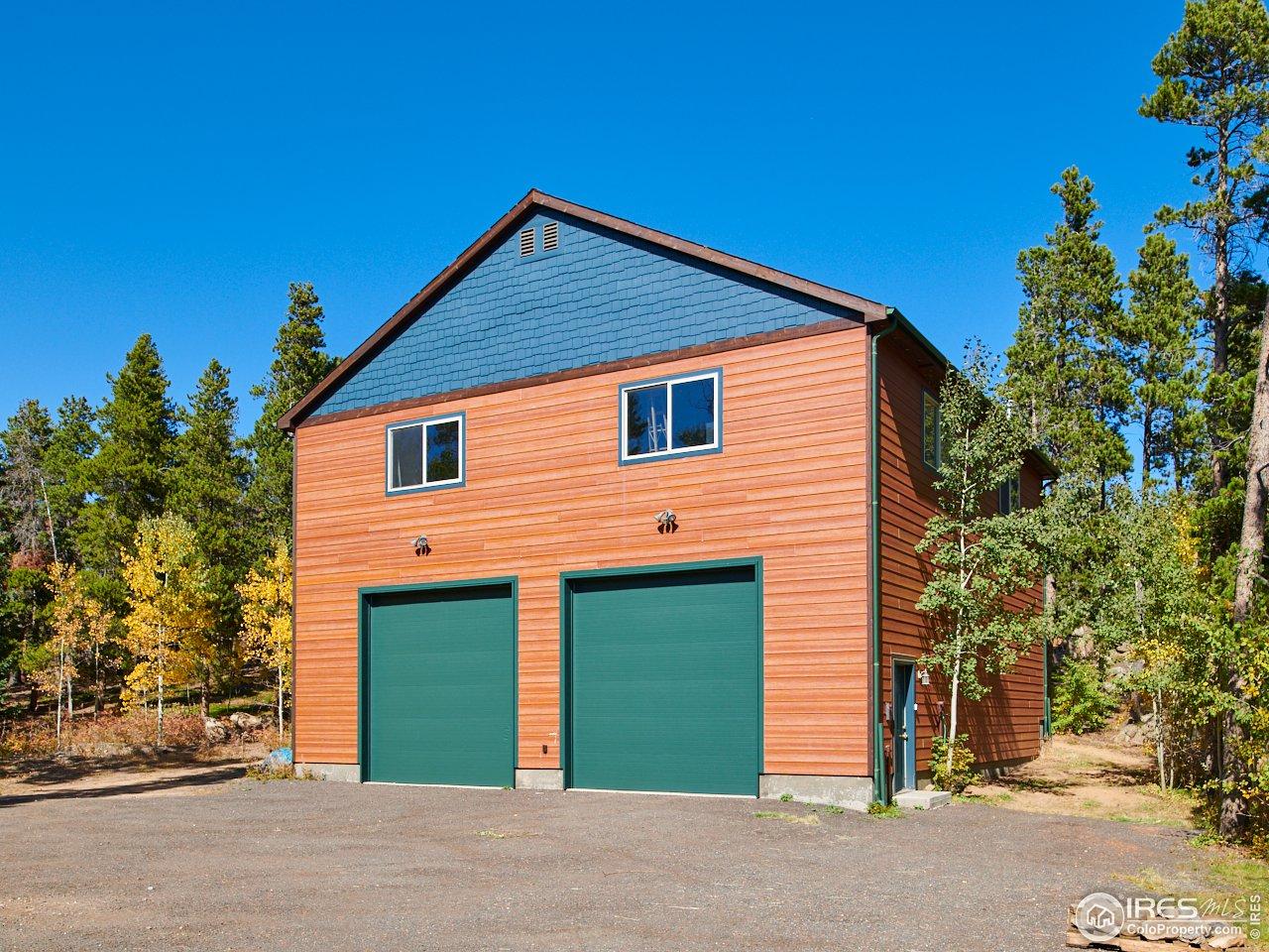Additional oversized garage