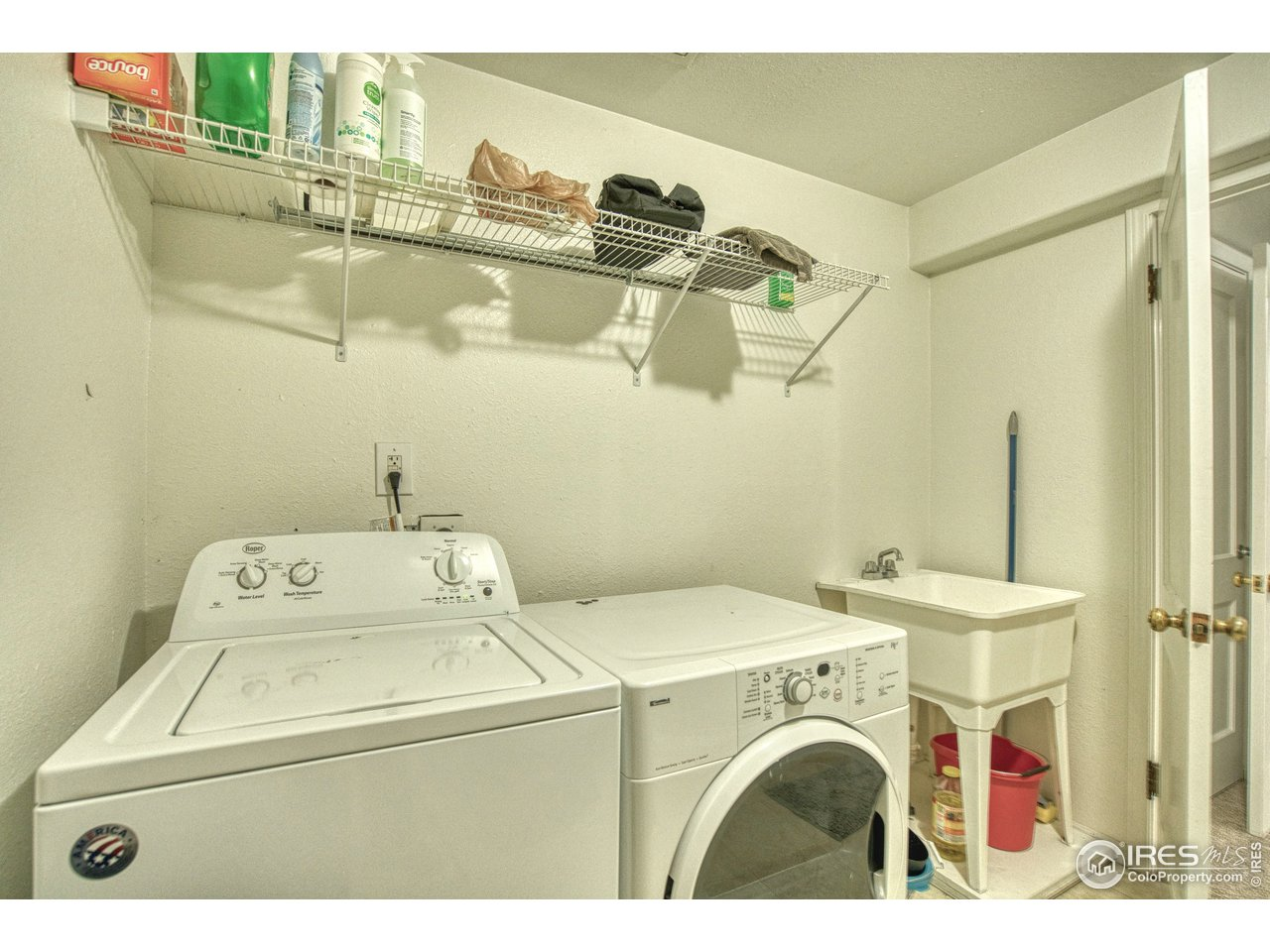 basement laundry with sink