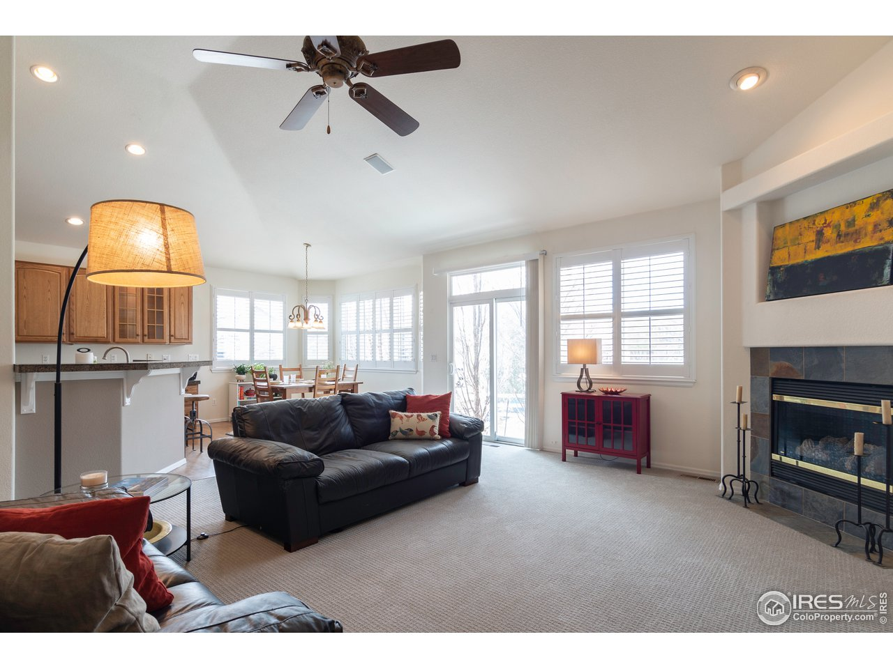 Vaulted ceilings, new carpet and new paint make this place fee fresh and clean!