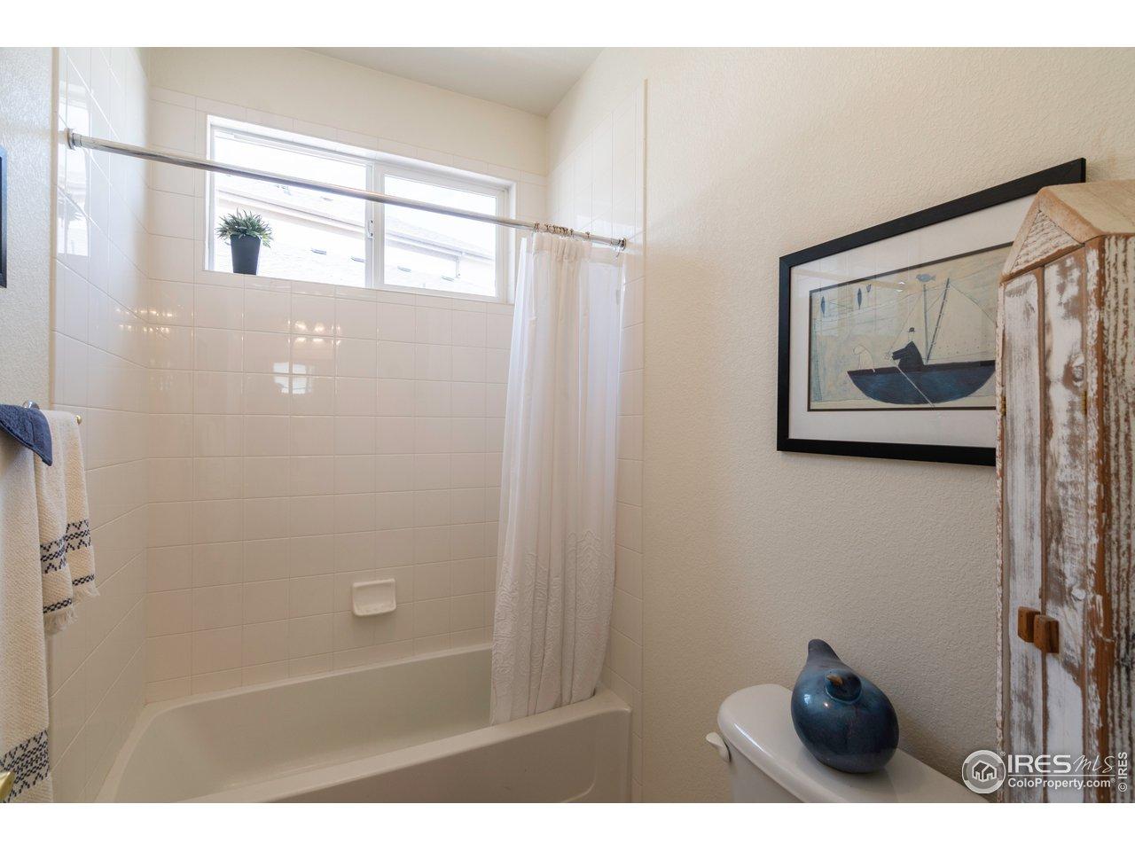 full bathroom between 2nd and 3rd bedrooms