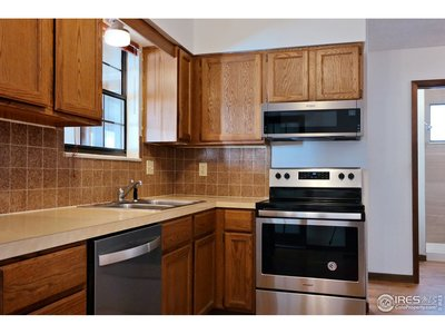 Impeccable Kitchen w/New Stainless Appliances
