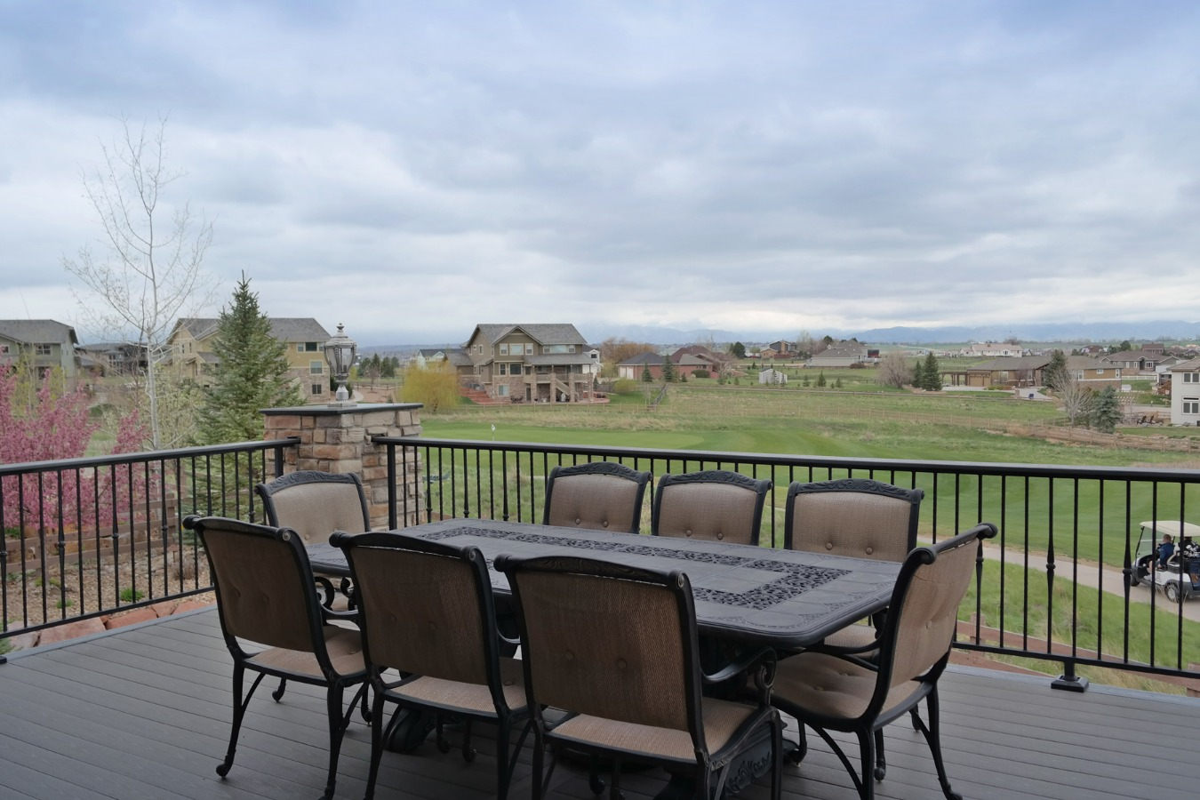 Upper Deck Perfect to Relax &/or Entertain