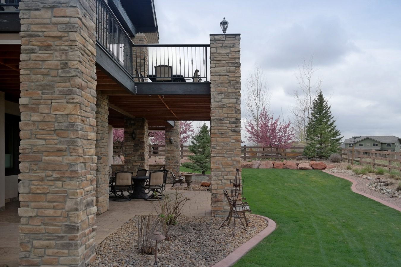 Magnificent Outdoor Spaces to Enjoy Yard & Views
