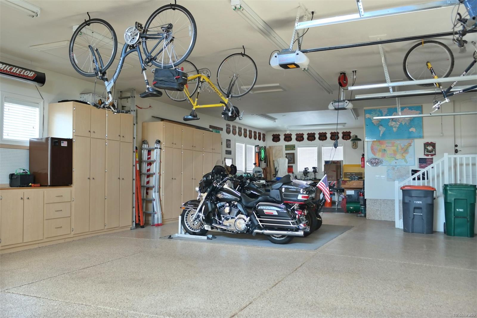 Amazing 1445 SF Garage w/Cabinets & Work Shop