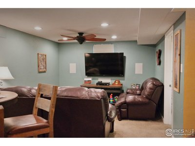 Comfortable & Quiet Family Room w/Ceiling Fan
