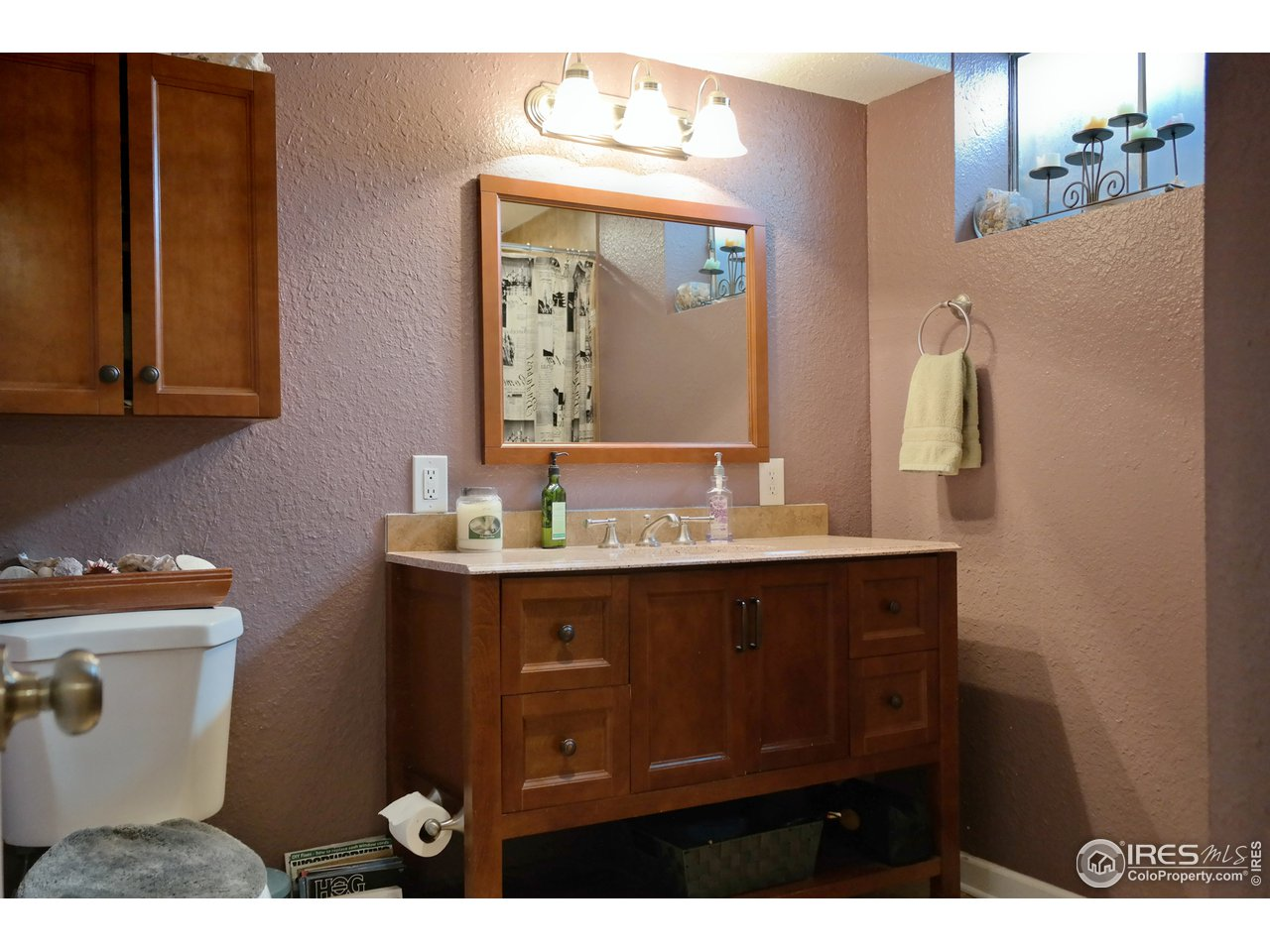 Remodeled Lower Bath w/Sweet Vanity