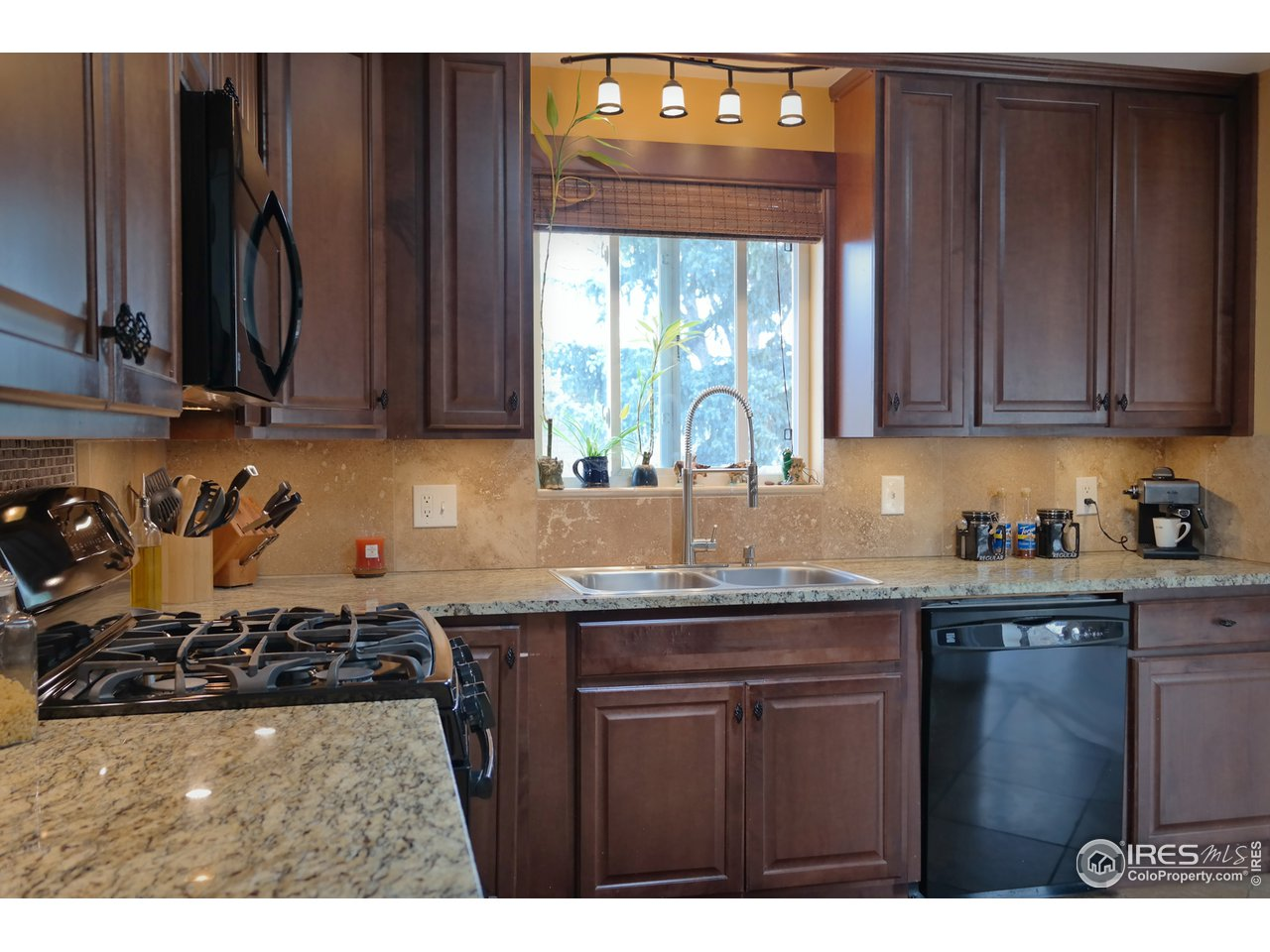 Newer Cabinets, Granite & Tile Backsplash