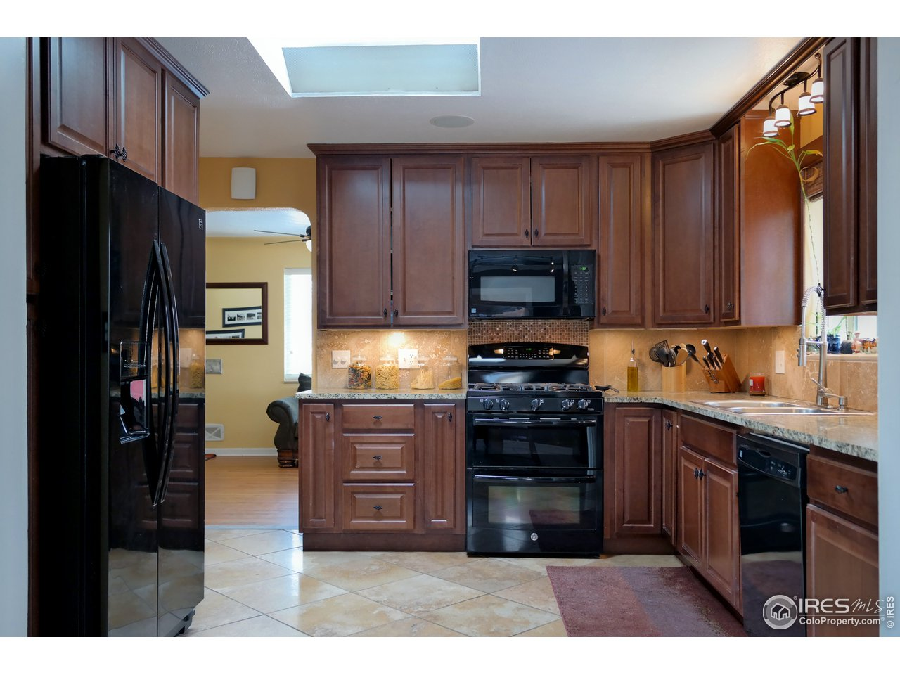 Appliances w/Gas Double Oven Range Included