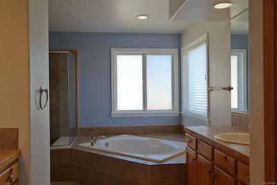 Master 5 Pc Bath w/Separate Vanities