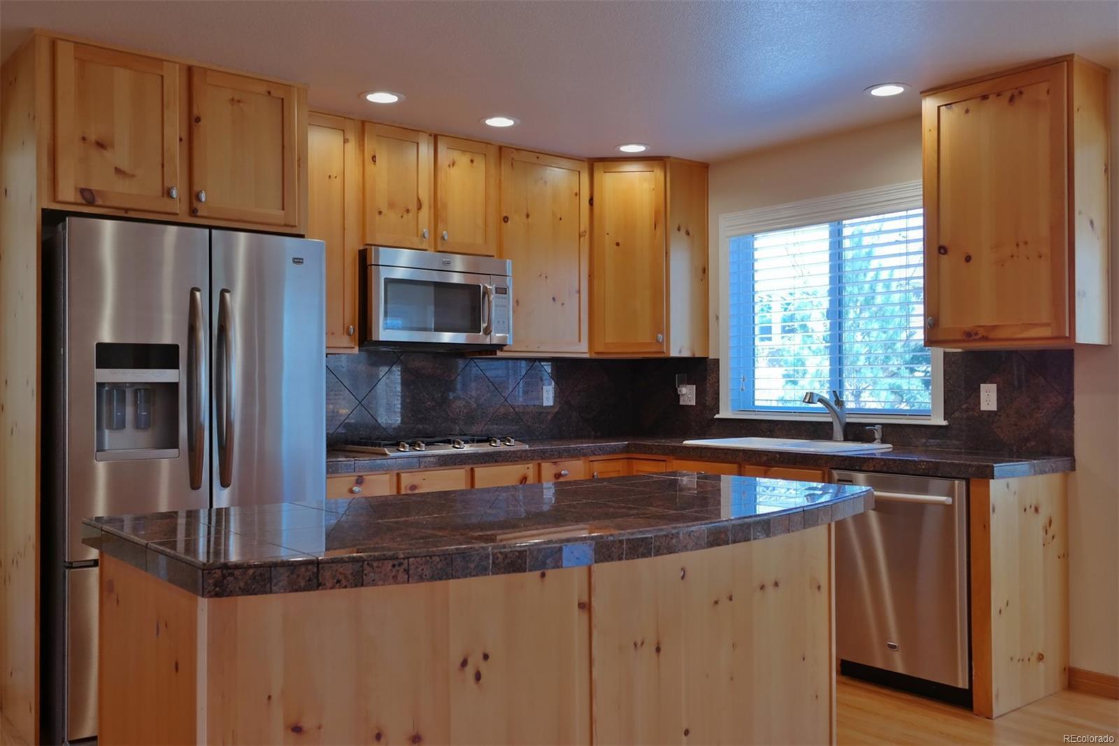 Open & Spacious Kitchen w/Stainless Appliances