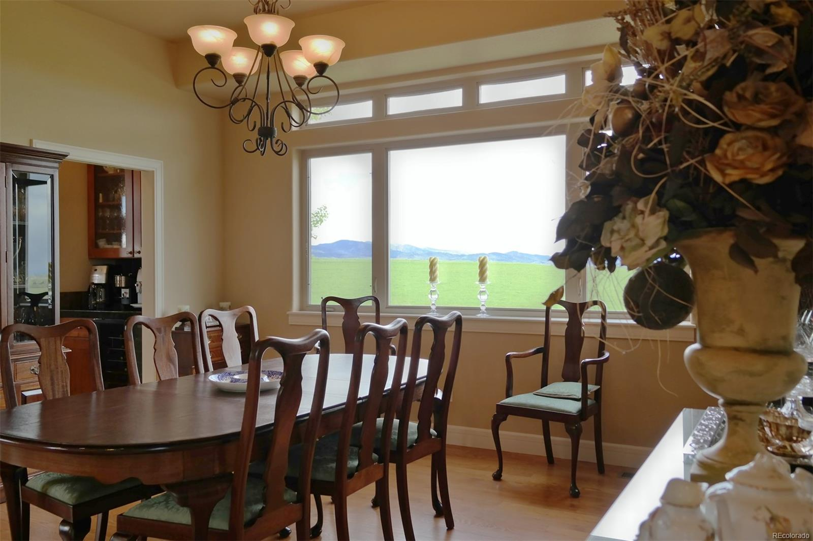Spacious Dining Space w/Amazing Views