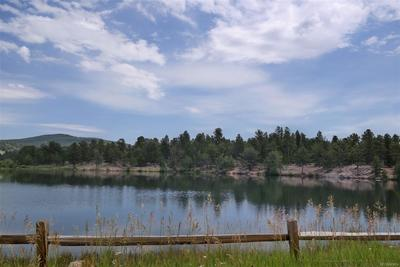 Enjoy Private Lakes to Fish & Picnic Nearby