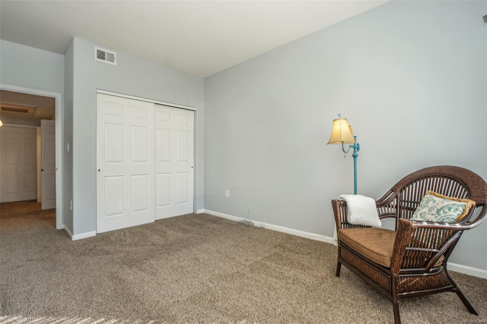 Guest bedroom? Office? It's up to you!
