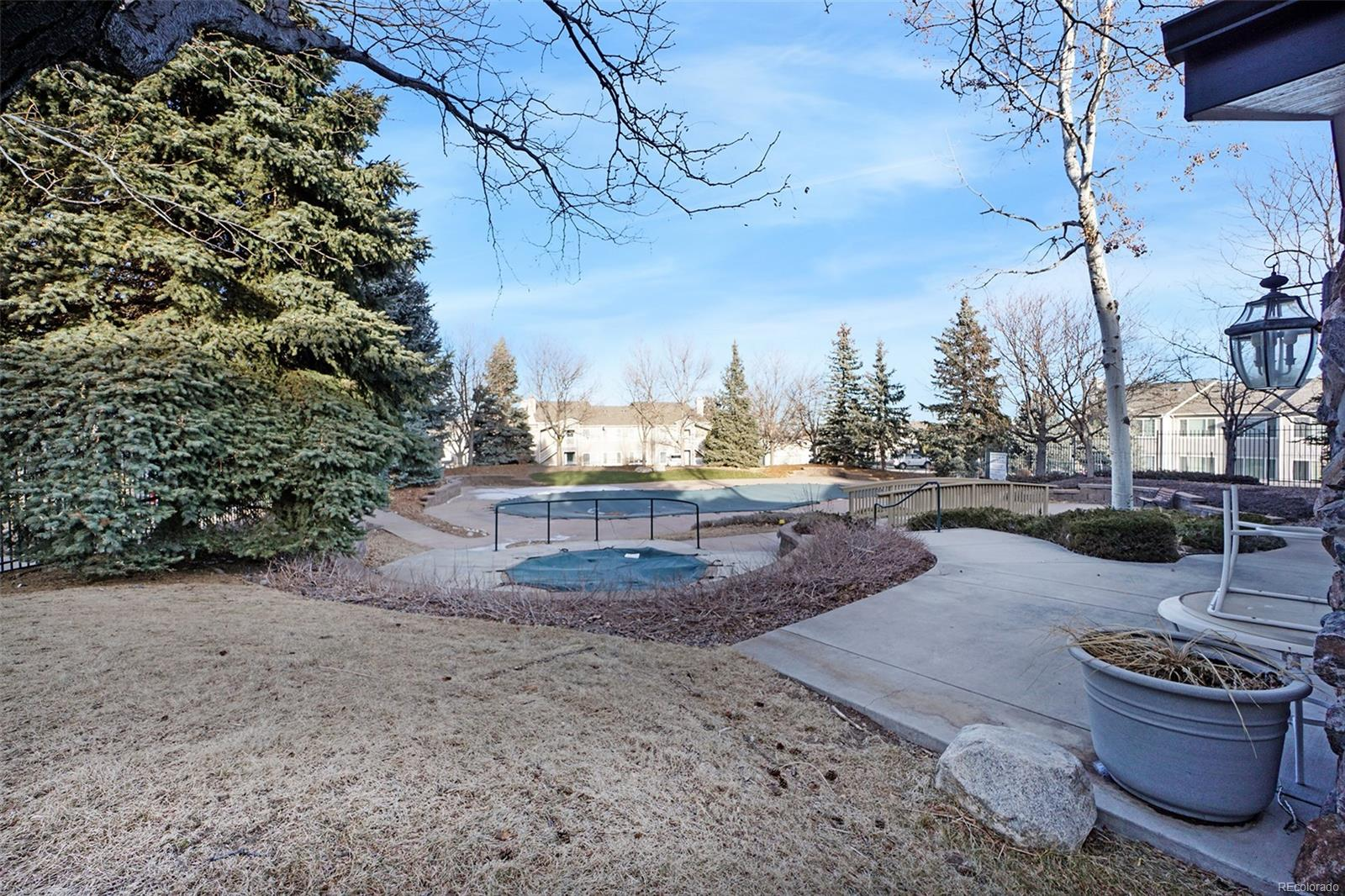 You will absolutely love the pool & community amenities!