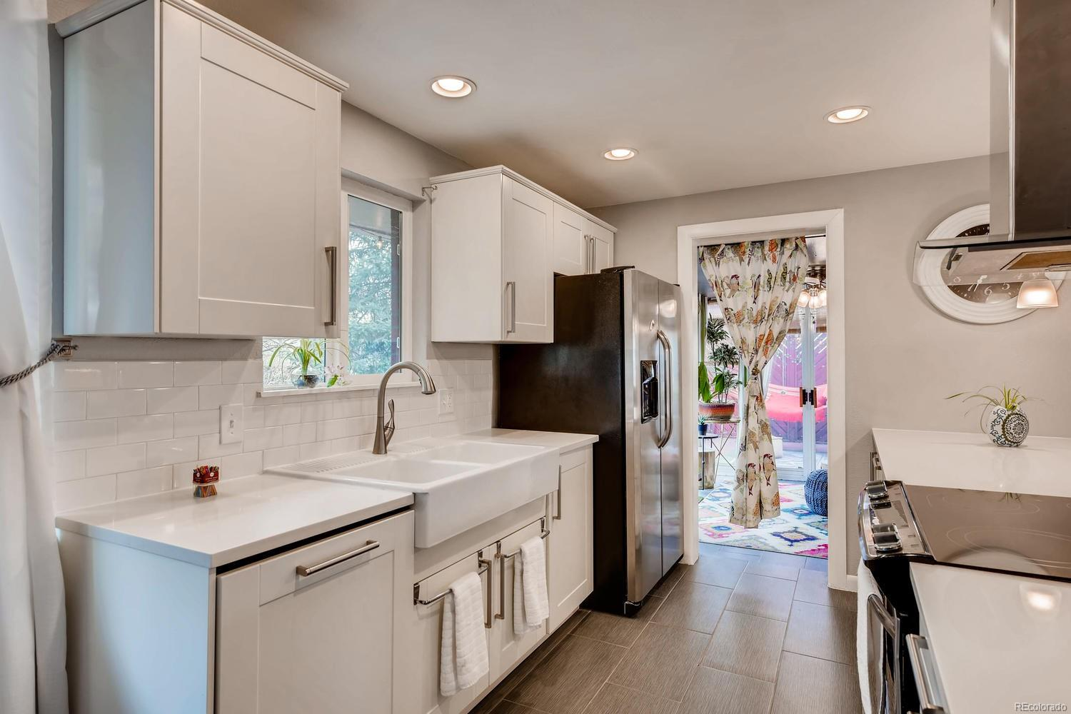 Clean & contemporary - it's hard to beat this kitchen!