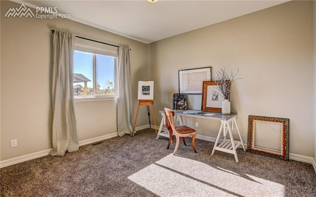 3rd bdrm on main w/ walk-in