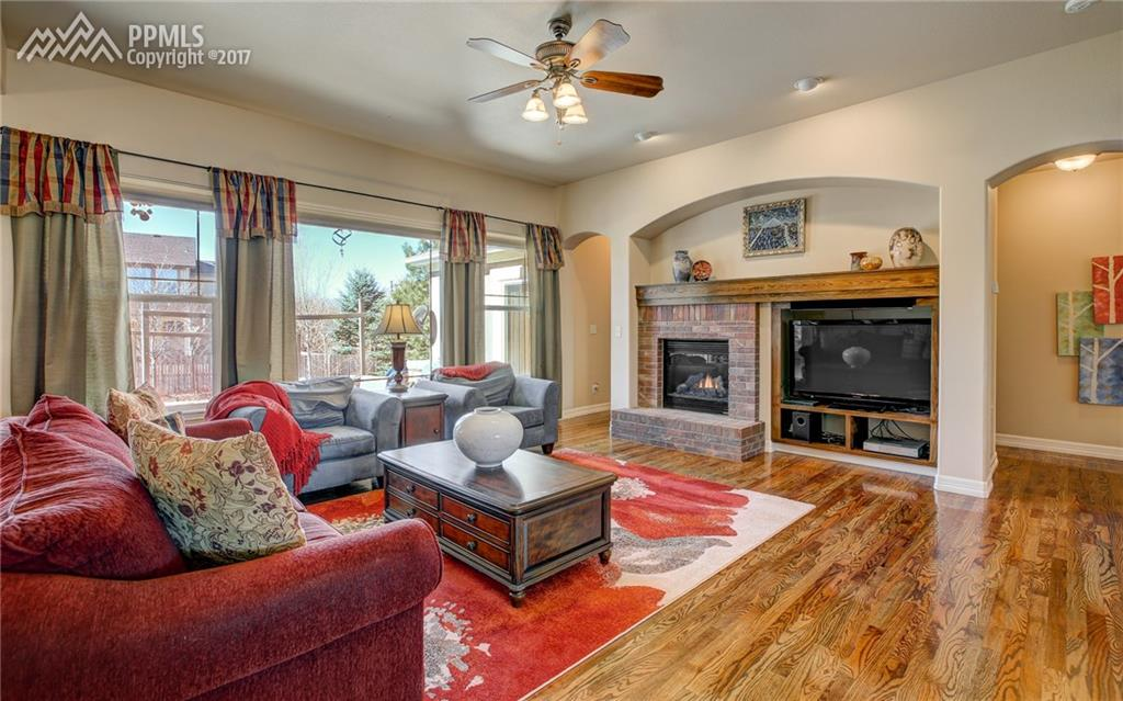 Spacious & Bright Great Room