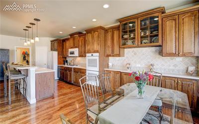 Expansive Kitchen 42