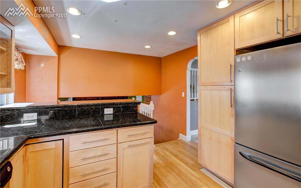 Maple Cabinetry w/ Ample Space