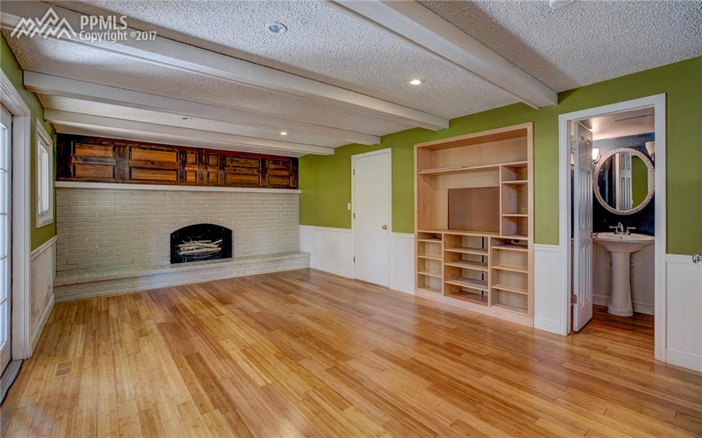 Large Family Room w/ Fireplace