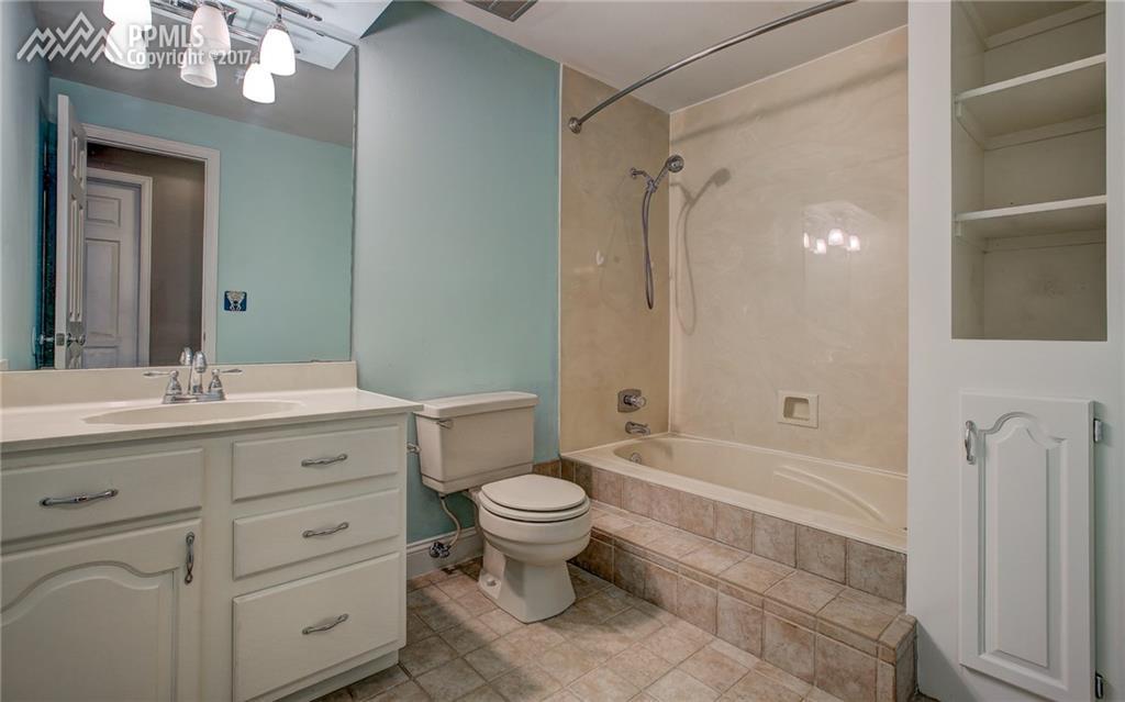 2nd Full Bath, Upper Level