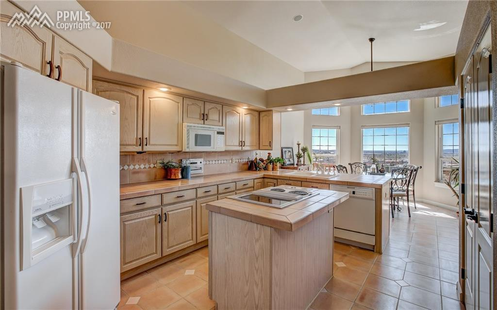 Large Kitchen, Storage Galore