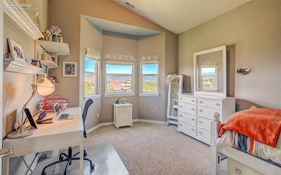 Bright & Cheery 2nd Bedroom W/ Mountain Views