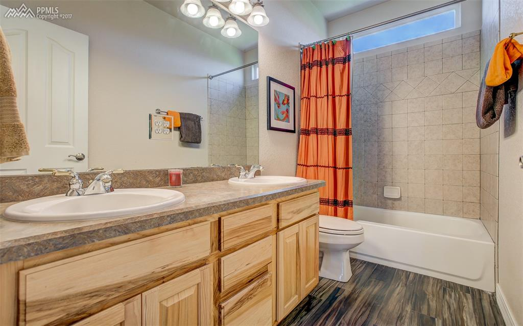 Immaculate Full Bath, Upper Level