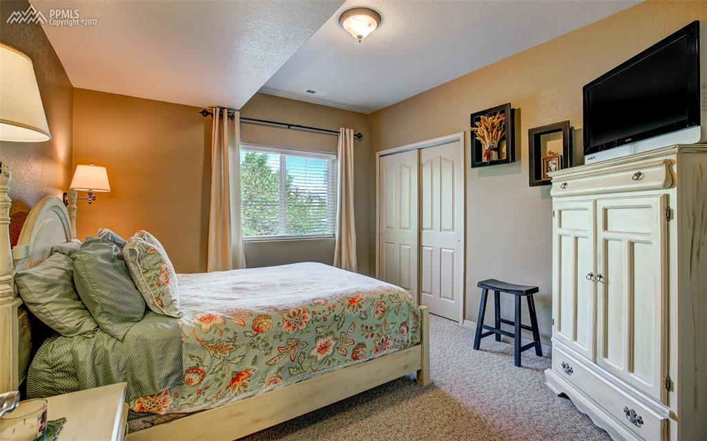 Quaint 5th Bedroom, Lower Level