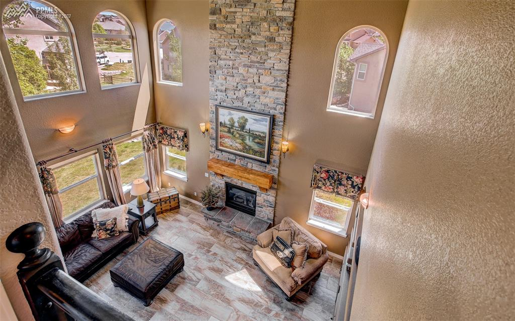 Great Room W/ Wall Of Windows & Vaulted Ceilings