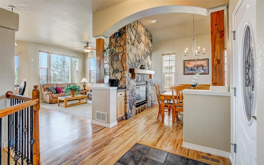 Spacious And Open Layout W/ Hickory Wood Floors