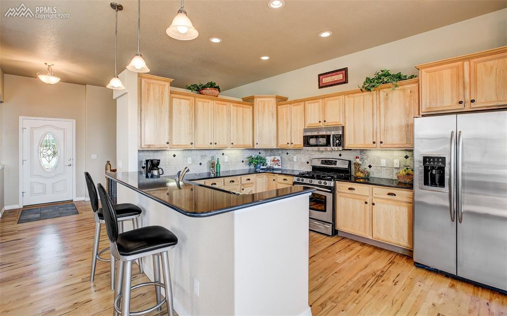 Classic Stainless Steel Appliances, Zodiaq Counter