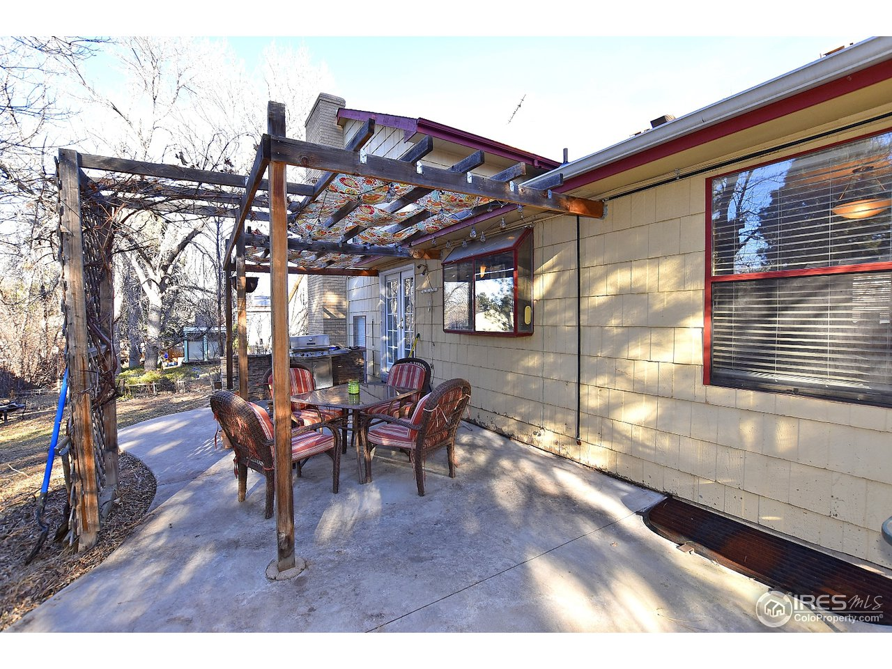 Awesome Pergola & Entertaining Space