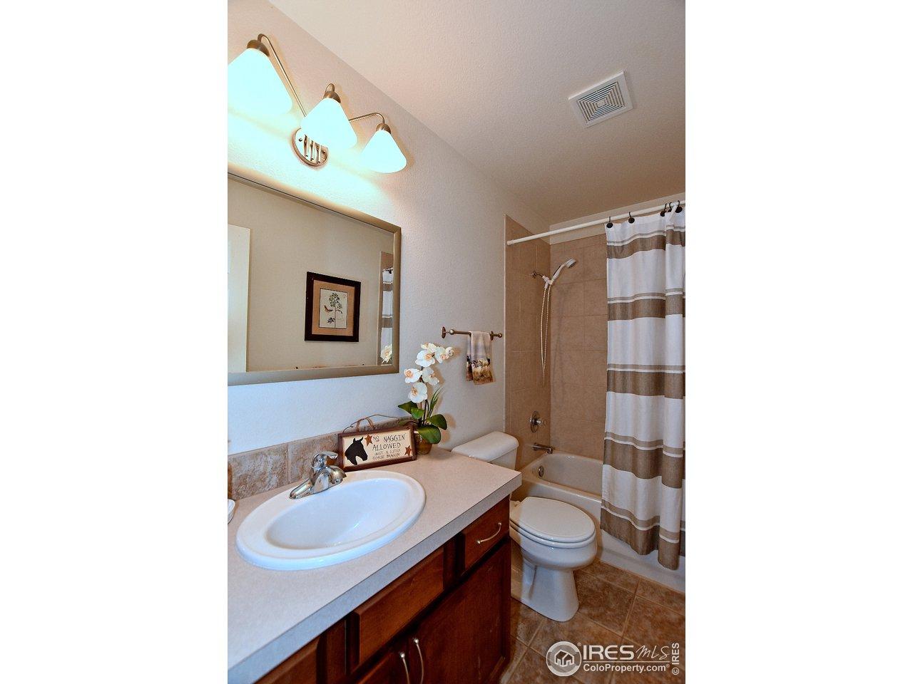 Bathroom w/ tile!