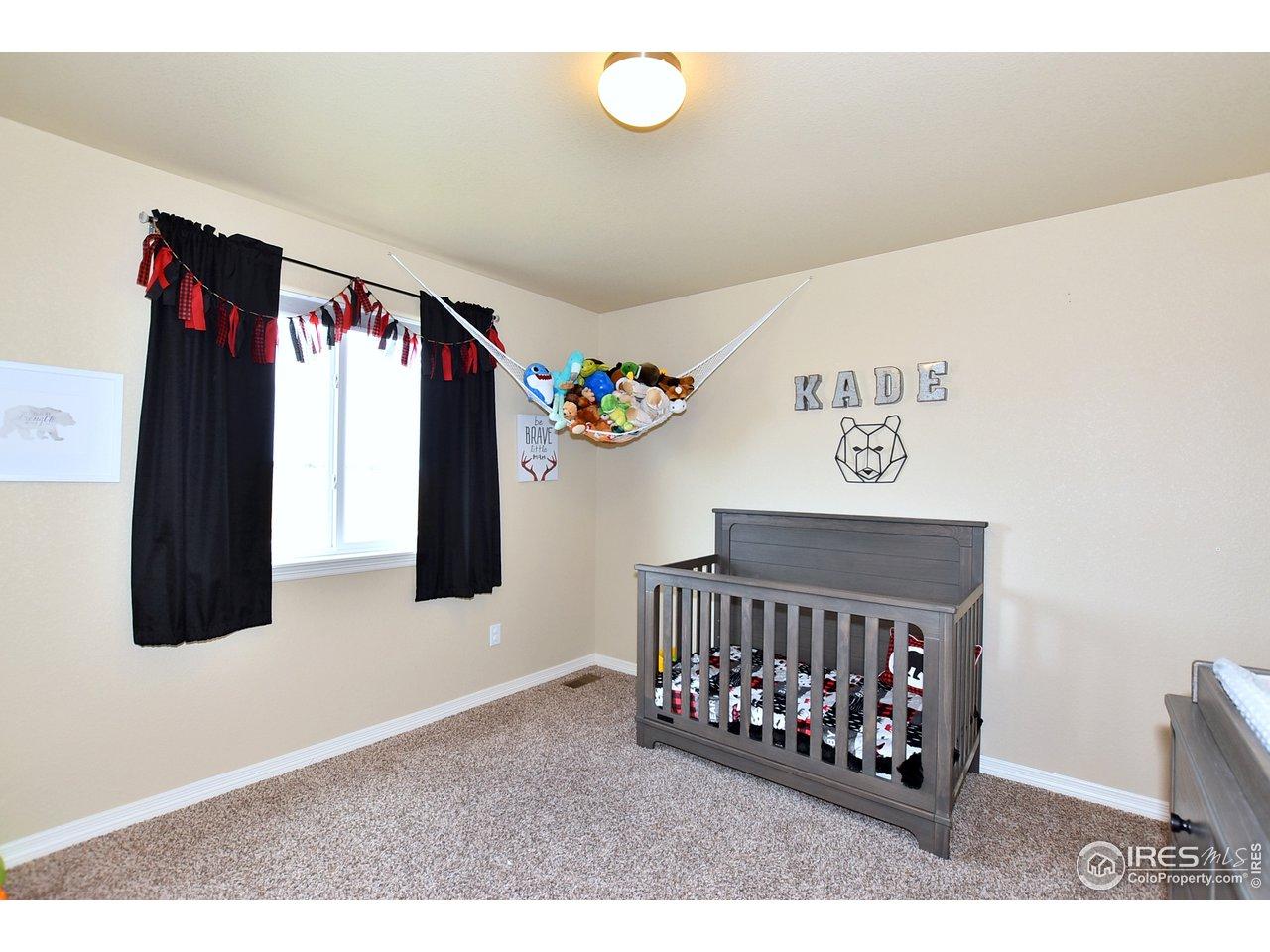 Great bedrooms w/ walk-ins!