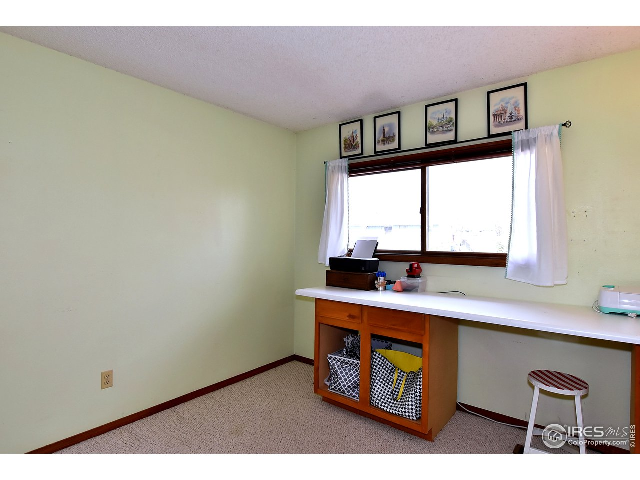 2nd Bedroom/ Office (shelves not attached)