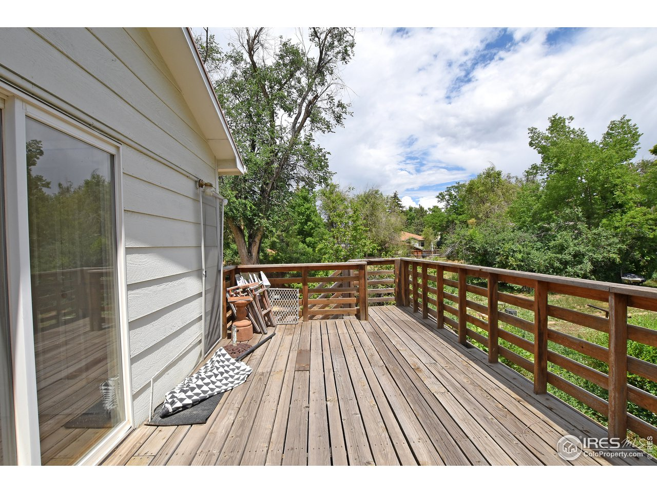 Dreamy & large 2nd story deck
