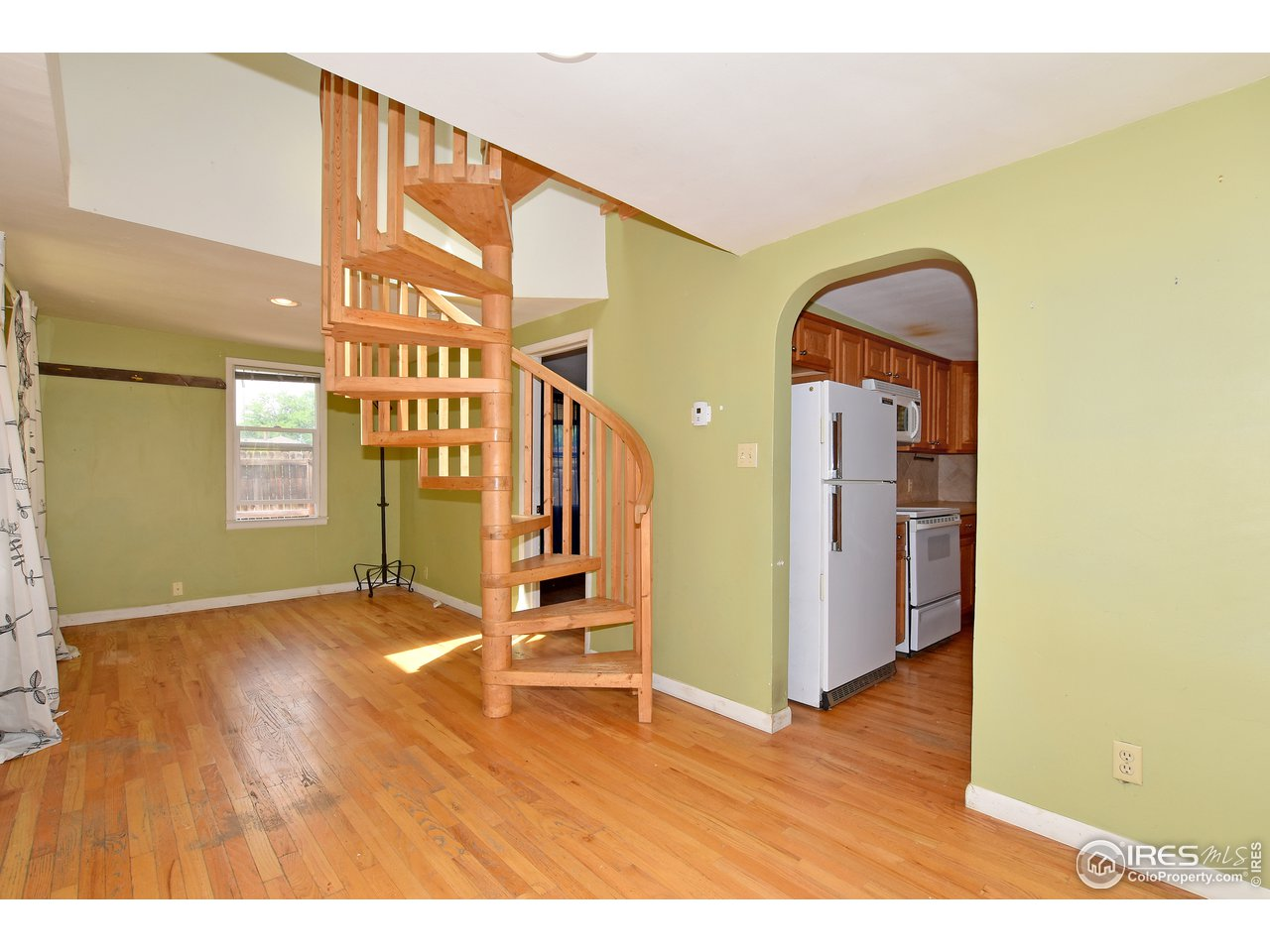 Custom oak spiral staircase