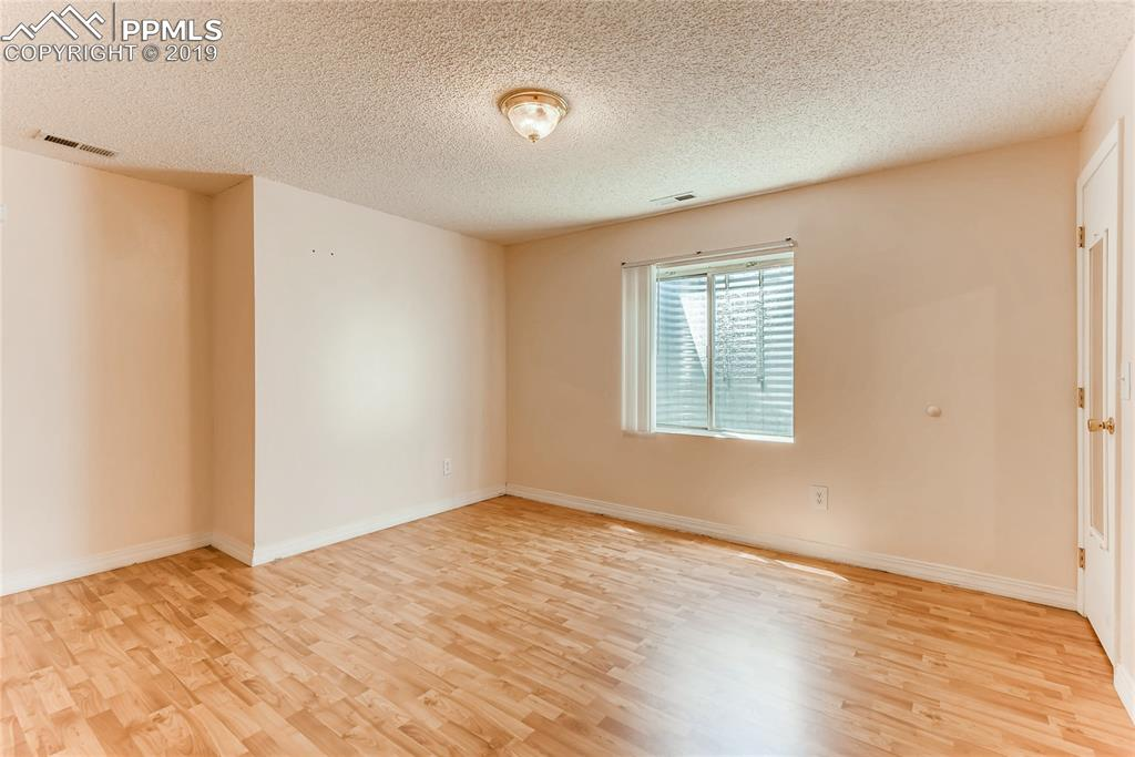 Basement bedroom has nook for seating area or desk.