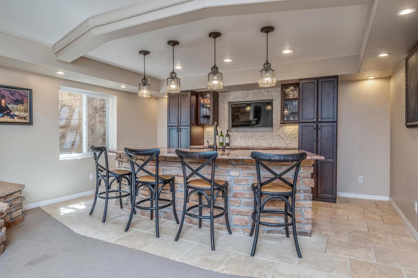 Bar Area/Wine Cooler/Mini Fridge/Dishwasher