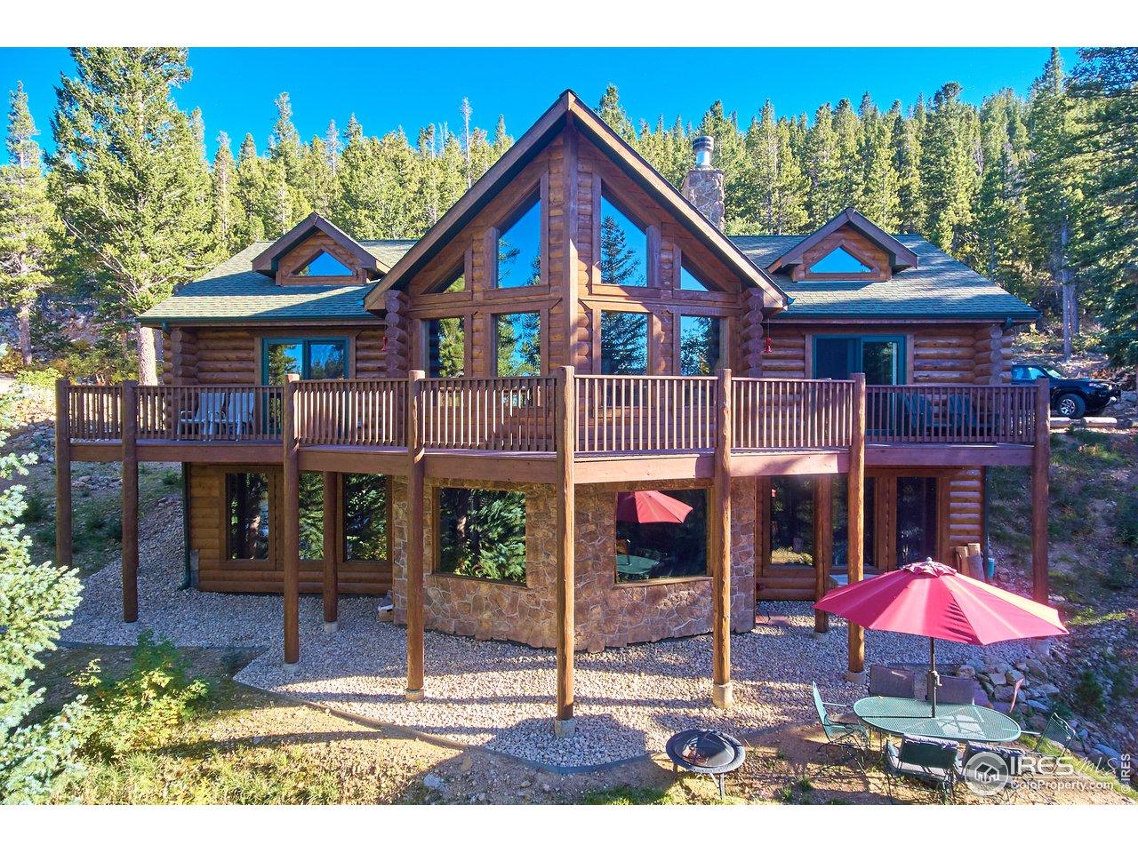 Stunning Log Home on Hidden Lake!
