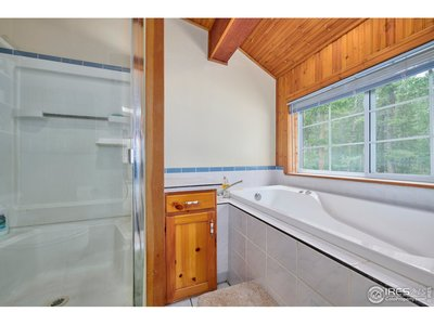 Master bath suite w/ jetted tub