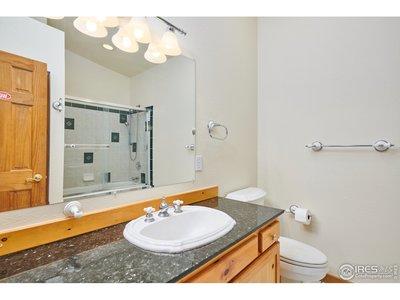 FULL guest bath w/ granite counter top