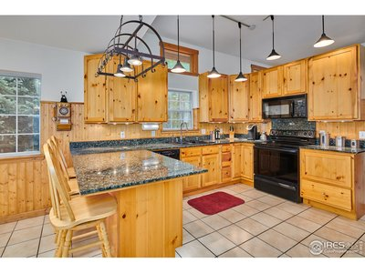 Vaulted ceilings and granite counters