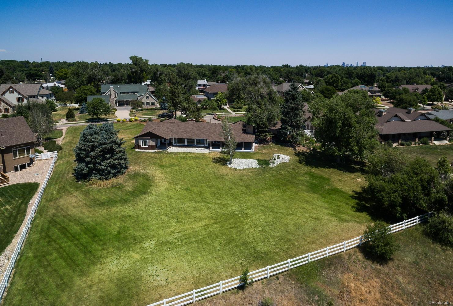 Vast Backyard, Perfect for Family Gatherings