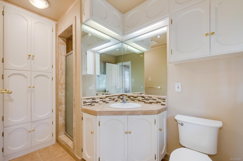 Master Bath w/ Linen Closet